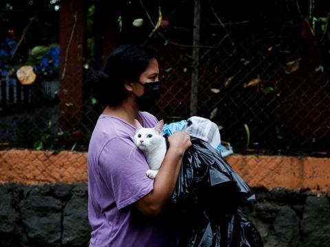 Den tropiske storm Amanda har ramt El Salvador hårdt, og ti personer er døde.