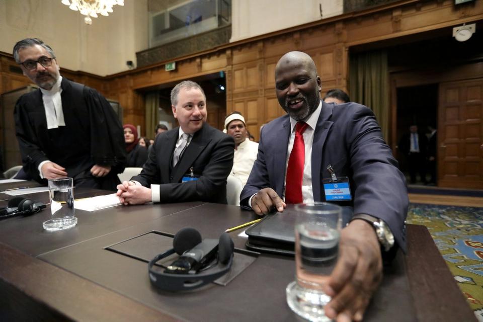 Gambias justitsminister,  Abubacarr Tambadou, var i retslokalet i Haag, da FN's øverste domstol (ICJ) fastslog,  at Myanmar skal beskytte rohingya-mindretallet og hindre, at militæret begår folkedrab. Det er det overvejende muslimske Gambia, som har rejst sagen mod Myanmar ved FN-domstolen.